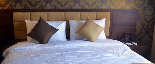 . Hotel Safira Magelang