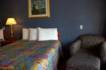 Guestroom at Lambert Inn in Kissimmee