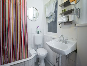 Apartment2c - Lawson - Bathroom  - #0
