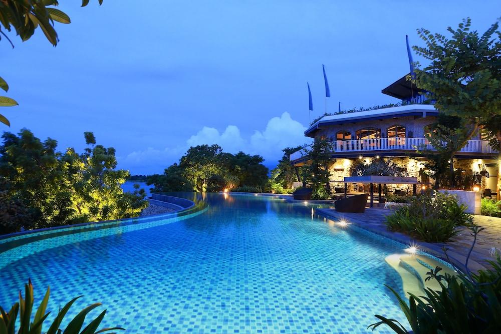https://i.travelapi.com/hotels/13000000/12240000/12232600/12232583/182f7db7_z.jpg