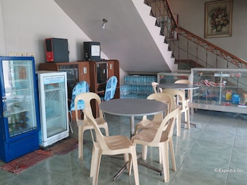 C Est La Vie Pension Cebu Dining