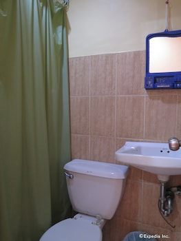 C Est La Vie Pension Cebu Bathroom