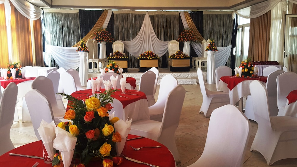 Ballroom/Hall : Banquet Hall 16 of 26