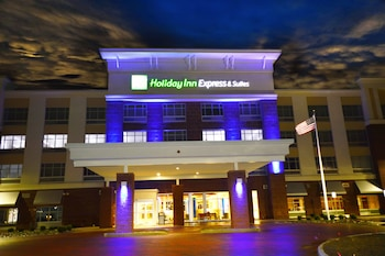 Holiday Inn & Suites Toledo Perrysburg