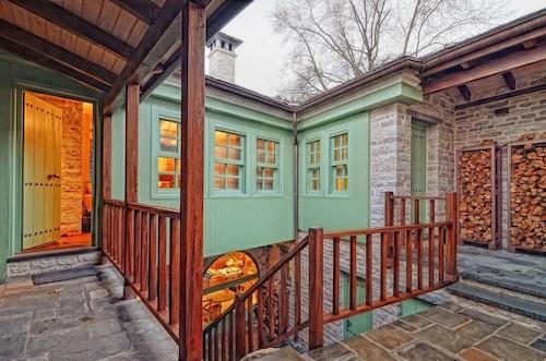 . Aithrio Guesthouse