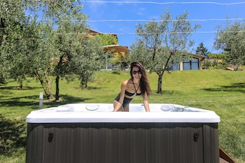 Poggio Baronti B&B - Outdoor Spa Tub  - #0