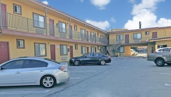 Satellite Motel photo