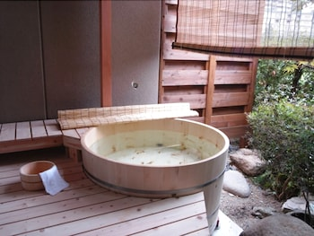ARIMA GYOEN Deep Soaking Bathtub