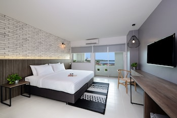 Superior Triple Room, City View