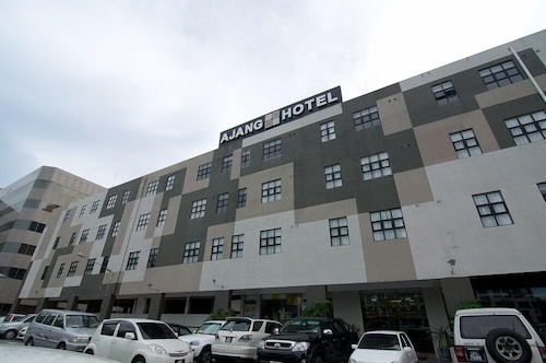__{offers.Best_flights}__ Ajang Hotel