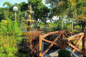 Luisita Central Park Hotel Tarlac Fountain
