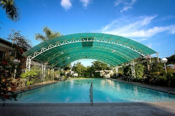 Luisita Central Park Hotel Tarlac Outdoor Pool