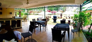 Luisita Central Park Hotel Tarlac Poolside Bar