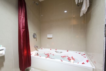 Luisita Central Park Hotel Tarlac Bathroom