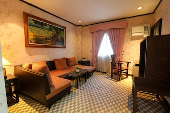 Luisita Central Park Hotel Tarlac Living Area