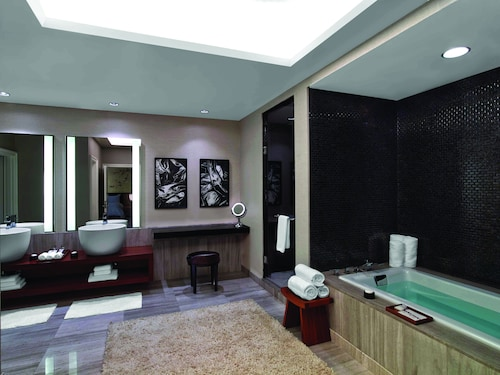Caesars Suites at Caesars Palace image 21