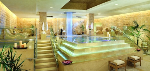 Caesars Suites at Caesars Palace image 17