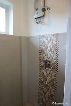 Villa de Sierra Vista Palawan Bathroom Shower