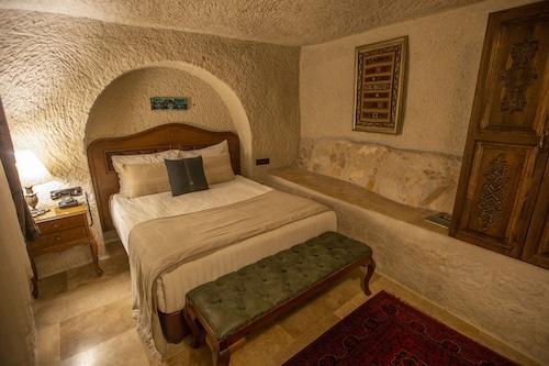 Artemis Cave Suites, Merkez