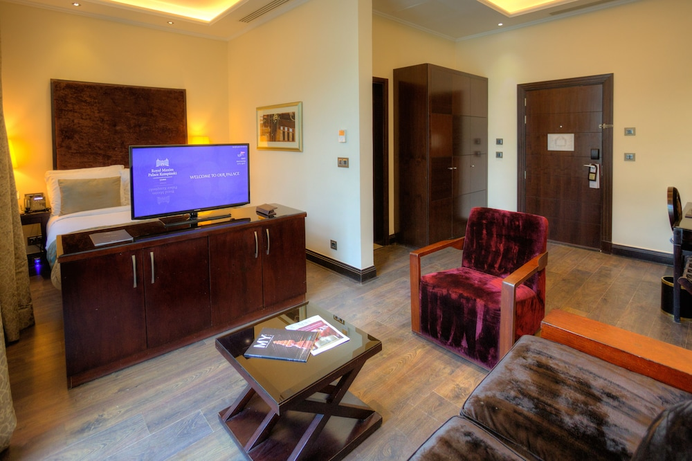 https://i.travelapi.com/hotels/13000000/12310000/12305400/12305374/7ee82d68_z.jpg
