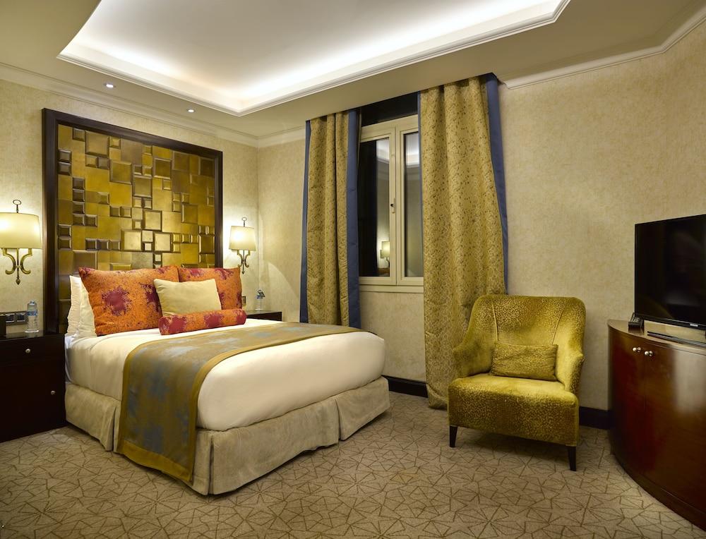 https://i.travelapi.com/hotels/13000000/12310000/12305400/12305374/a0424ba2_z.jpg