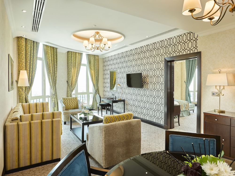 https://i.travelapi.com/hotels/13000000/12310000/12305400/12305374/a07de53d_z.jpg
