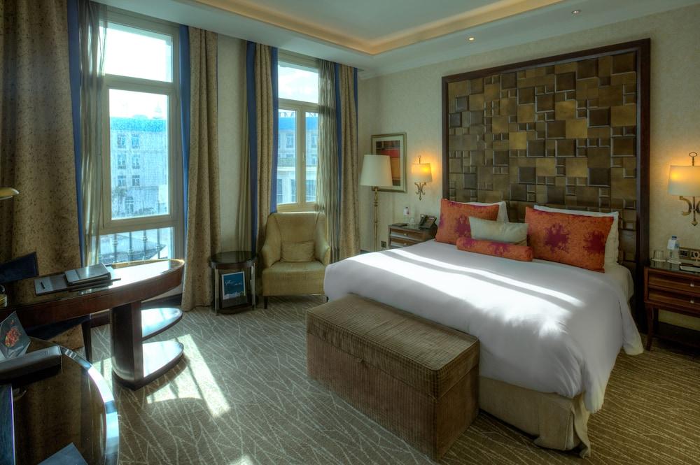 https://i.travelapi.com/hotels/13000000/12310000/12305400/12305374/a2253254_z.jpg