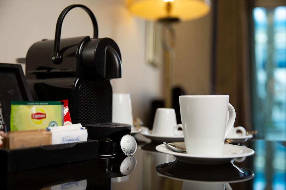 https://i.travelapi.com/hotels/13000000/12310000/12305400/12305374/a893b83b_z.jpg