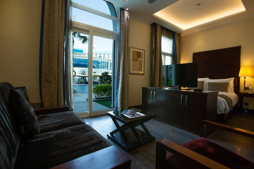 https://i.travelapi.com/hotels/13000000/12310000/12305400/12305374/acc796ef_z.jpg
