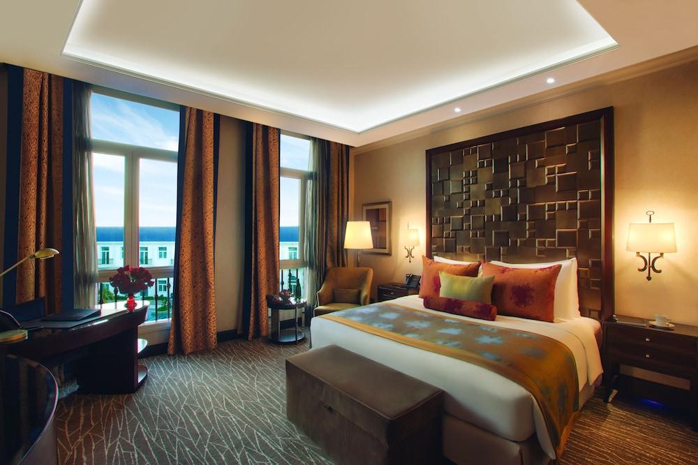 https://i.travelapi.com/hotels/13000000/12310000/12305400/12305374/b2e95230_z.jpg