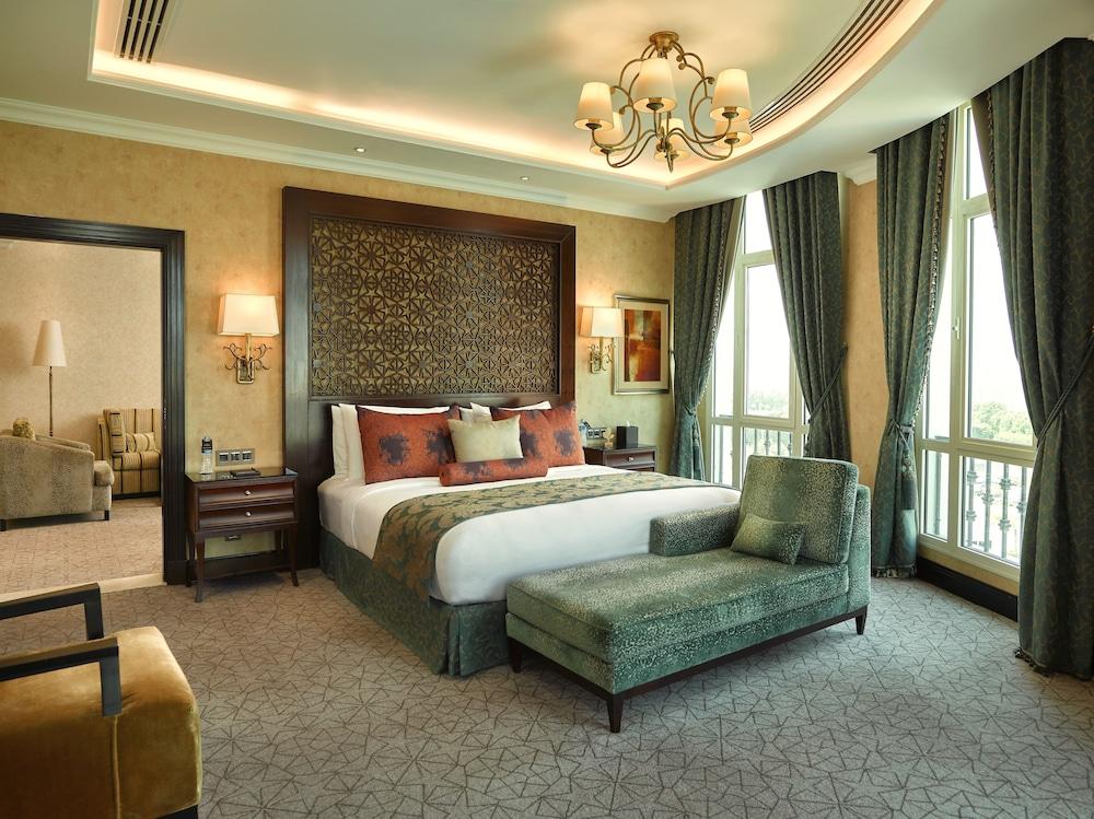 https://i.travelapi.com/hotels/13000000/12310000/12305400/12305374/b7bada67_z.jpg