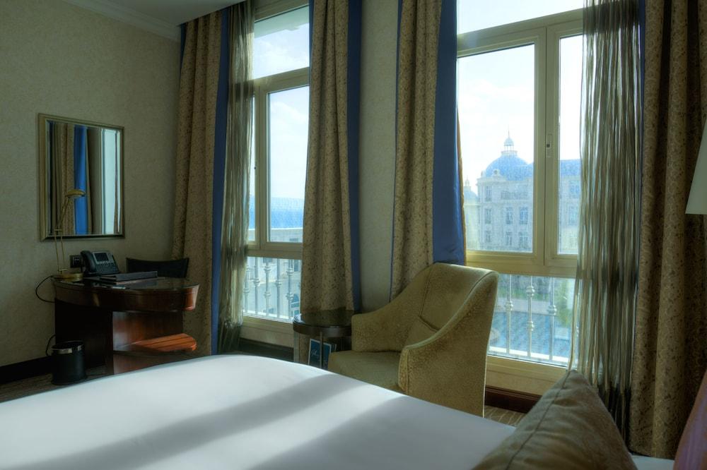 https://i.travelapi.com/hotels/13000000/12310000/12305400/12305374/cbbe4b61_z.jpg