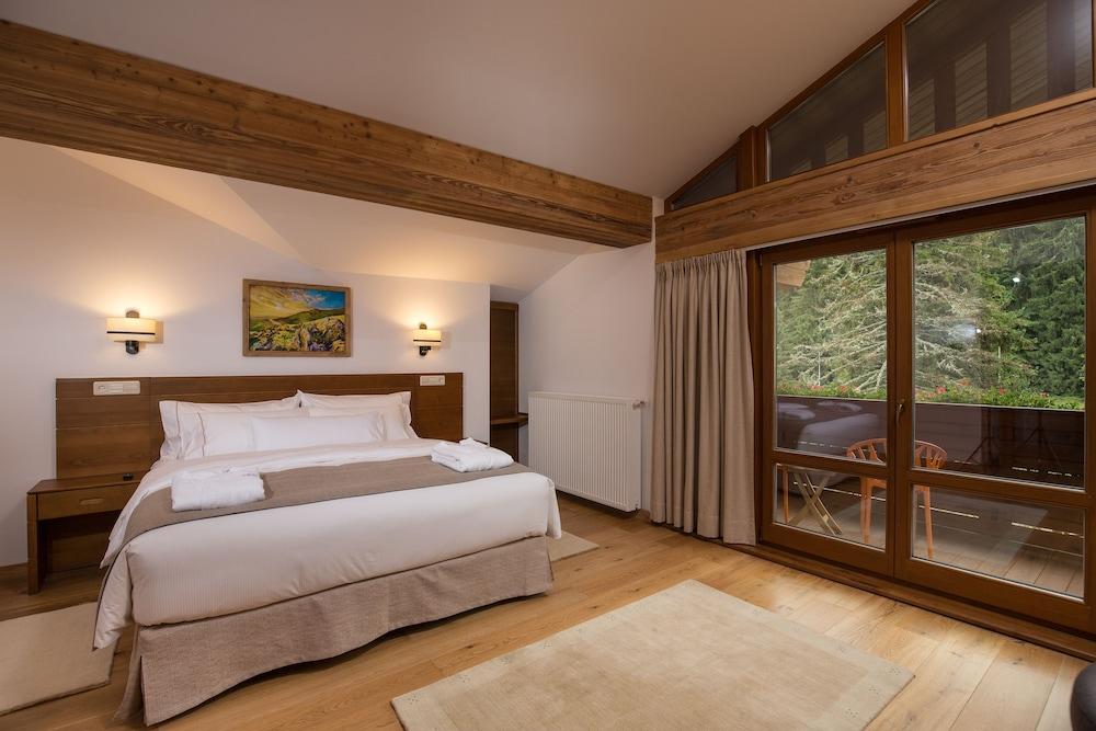 https://i.travelapi.com/hotels/13000000/12310000/12307500/12307484/043d80d0_z.jpg