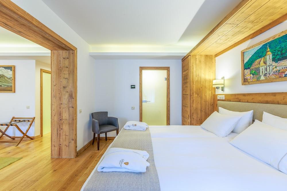 https://i.travelapi.com/hotels/13000000/12310000/12307500/12307484/71015842_z.jpg