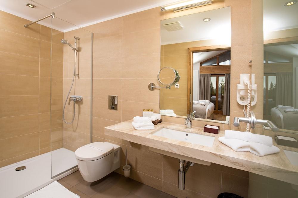 https://i.travelapi.com/hotels/13000000/12310000/12307500/12307484/75df0e19_z.jpg