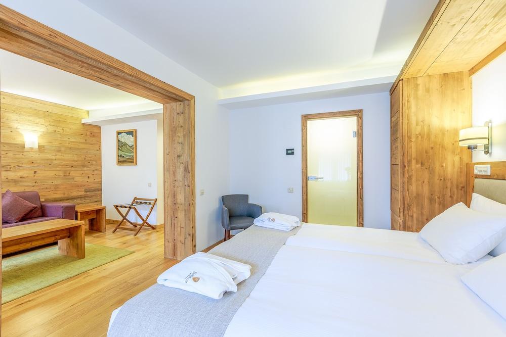 https://i.travelapi.com/hotels/13000000/12310000/12307500/12307484/cae3ed42_z.jpg