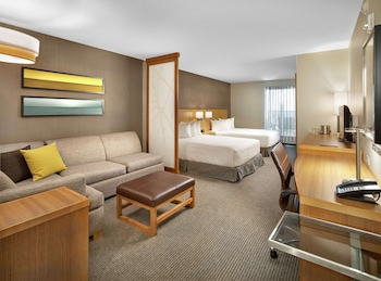 Room, 2 Queen Beds, Accessible, Bathtub