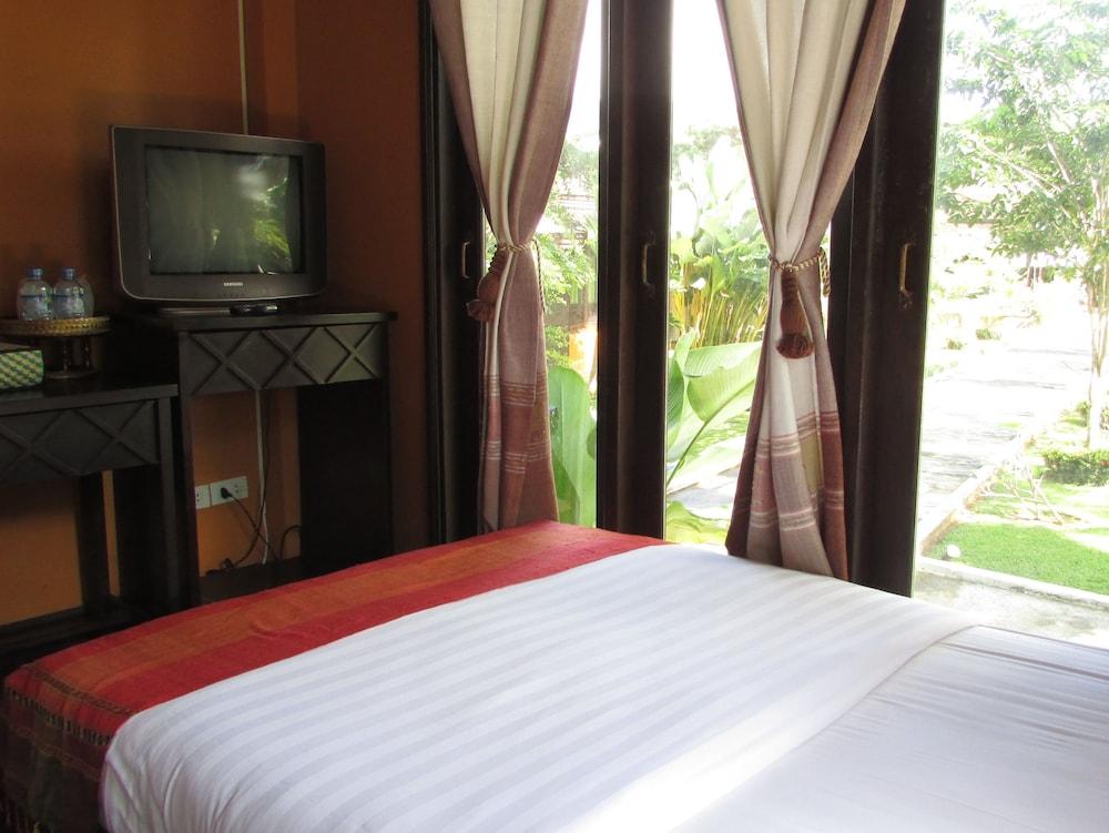 https://i.travelapi.com/hotels/13000000/12320000/12313800/12313722/36d1ea0b_z.jpg
