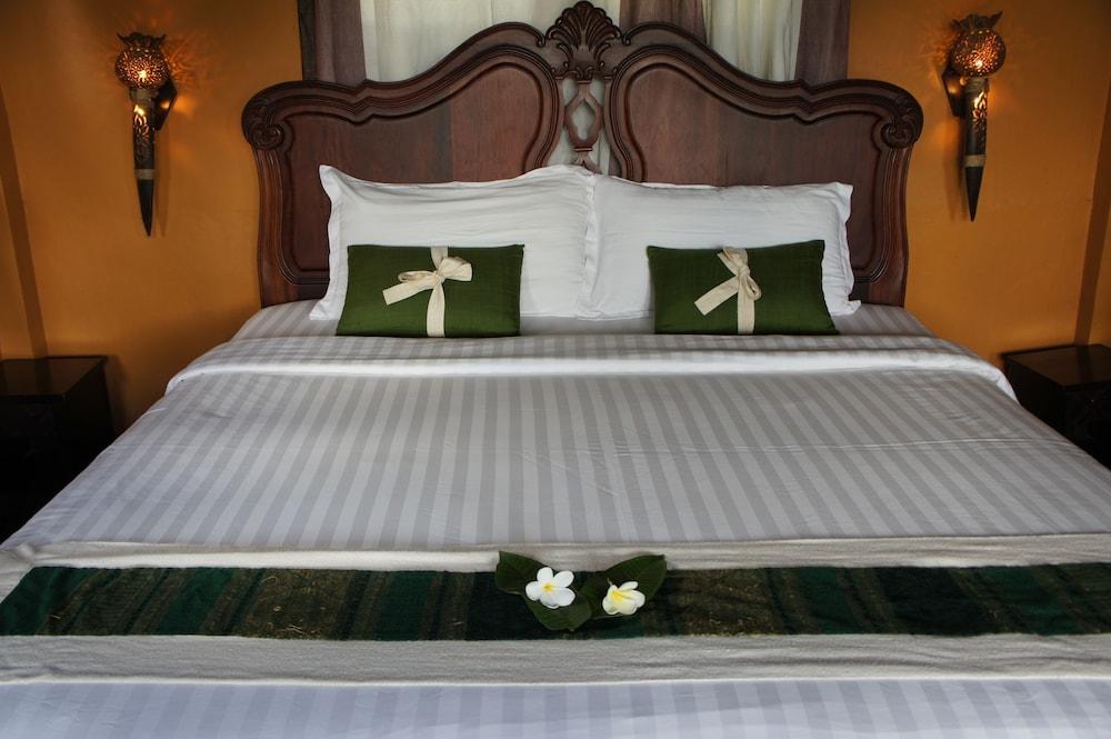 https://i.travelapi.com/hotels/13000000/12320000/12313800/12313722/f2e063bb_z.jpg