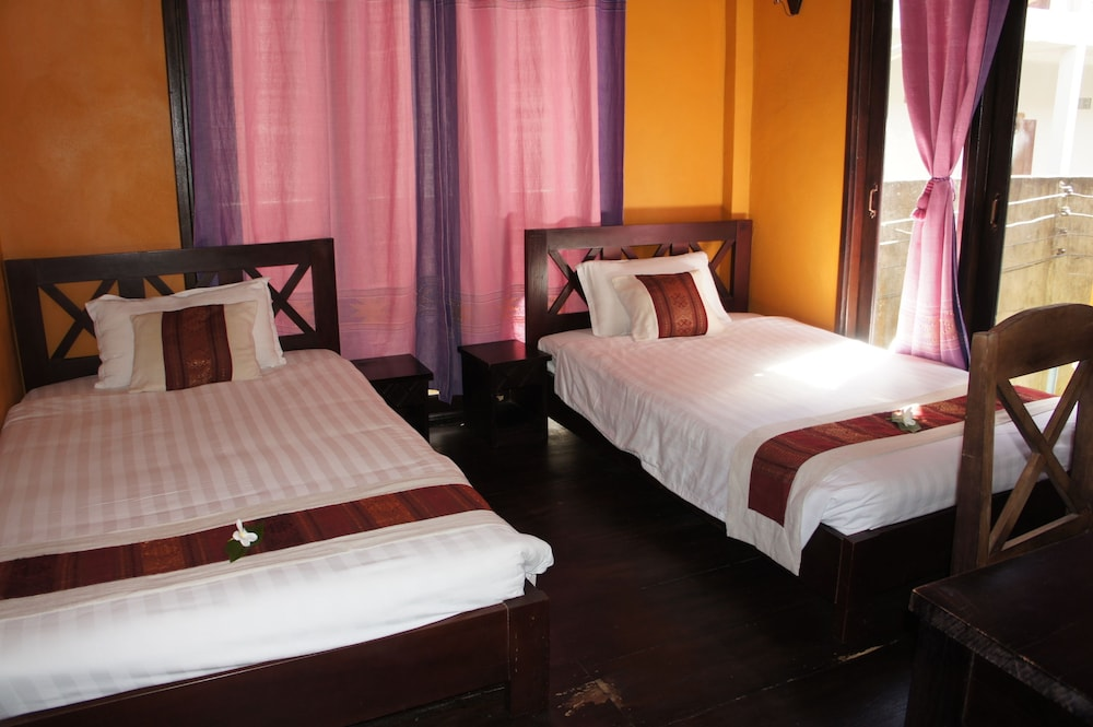 https://i.travelapi.com/hotels/13000000/12320000/12313800/12313722/fa7b7f79_z.jpg
