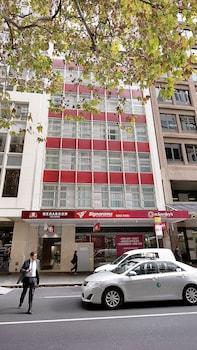 Hotel Entrance at Megaboom City Hotel in Sydney