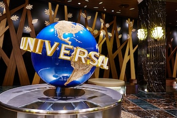 THE PARK FRONT HOTEL AT UNIVERSAL STUDIOS JAPAN Interior Entrance