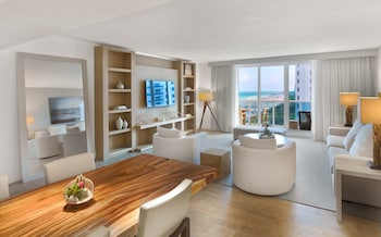 Three Bedroom Homes Ocean View with Balcony