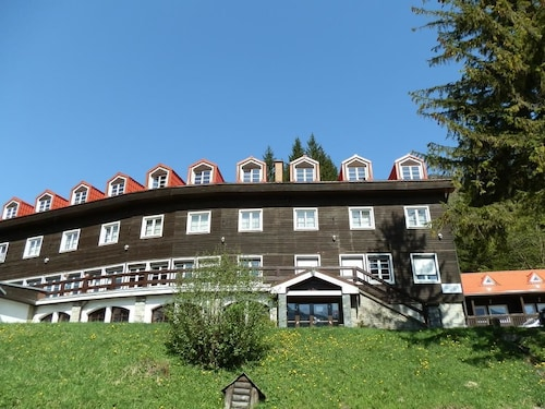 . Hotel pod Sokolím