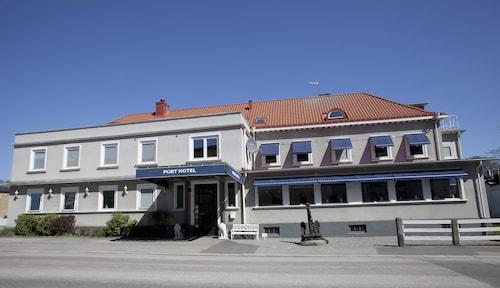 . Port Hotel