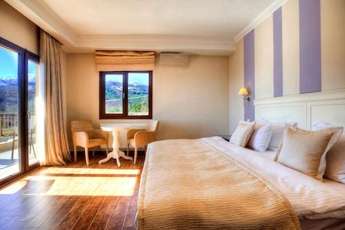 . Enastron View Hotel