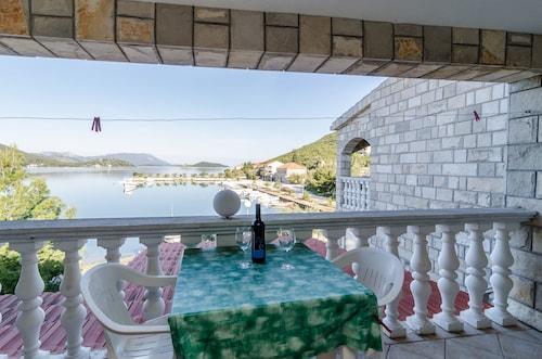 . Apartments Božović