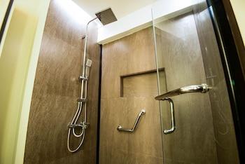 Ariana Hotel Dipolog Bathroom Shower