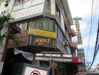 Hotel Palwa Negros Oriental Featured Image