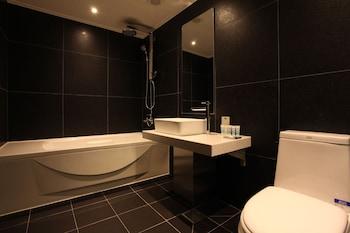 HOTEL MANHATTAN - Bathroom  - #0